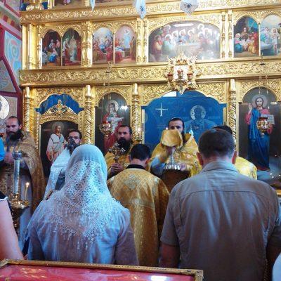 (Foto) Sfînta Liturghie cu ocazia sărăbtorii Naşterii Sfîntului Ioan Botezătorul