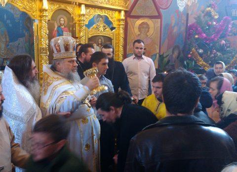 (Фото) В праздник Обрезания Господня и святителя Василия Великого Божественную литургию в нашем храме совершил митрофорный протоиерей Валерий