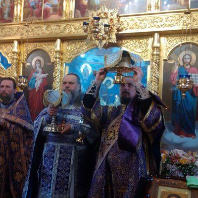 (Фото) Божественная литургия в храме Архангела Михаила - 26 марта 2017