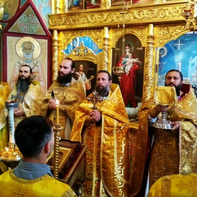 (Фото) Воскресная Литургия в Храме Архистратига Михаила, с. Хрустовая, 17-го сентября 2017 г.