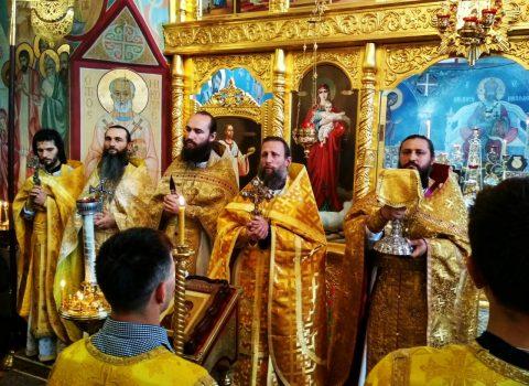 (Foto) Sfânta Liturghie de duminică în Biserica Arhanghelului Mihail din s. Hrustovaia la 17 septembrie 2017