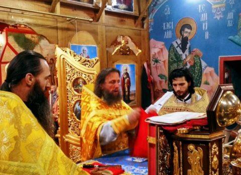 (Фото) Воскресное Богослужение в день памяти обретения мощей преподобного Иова Почаевского