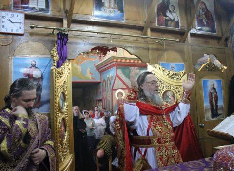 (Foto) Liturghia Darurilor mai înainte Sfințite în Biserica Arhanghelului Mihail