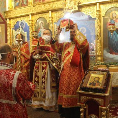 Пасхальное Богослужение в Михайло-Архангельском храме: 19 апреля 2020 г.